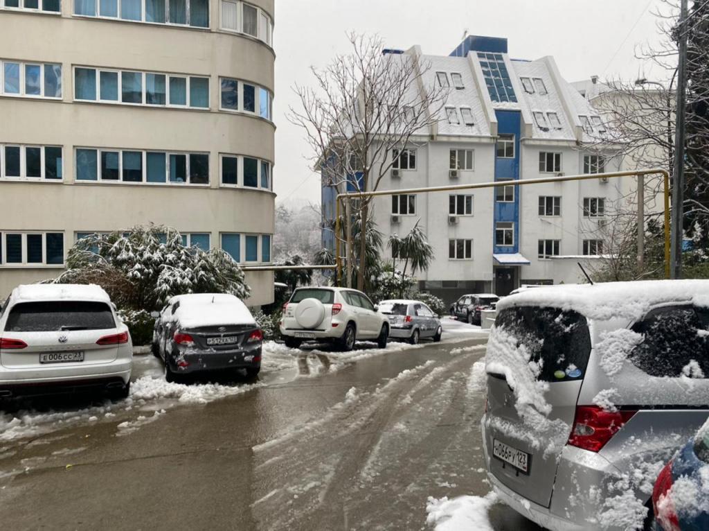 Туристы делятся впечатлениями о последствиях снегопада в Сочи