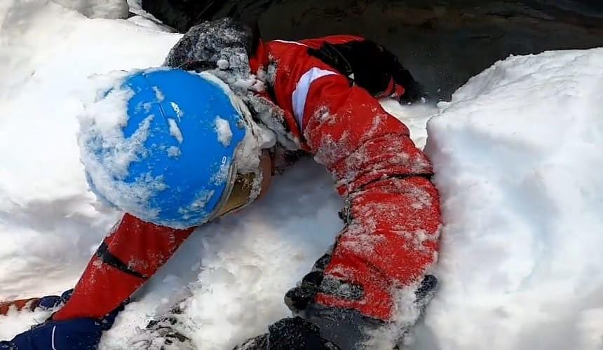 Туристы на Красной Поляне спасли попавшего в беду горнолыжника