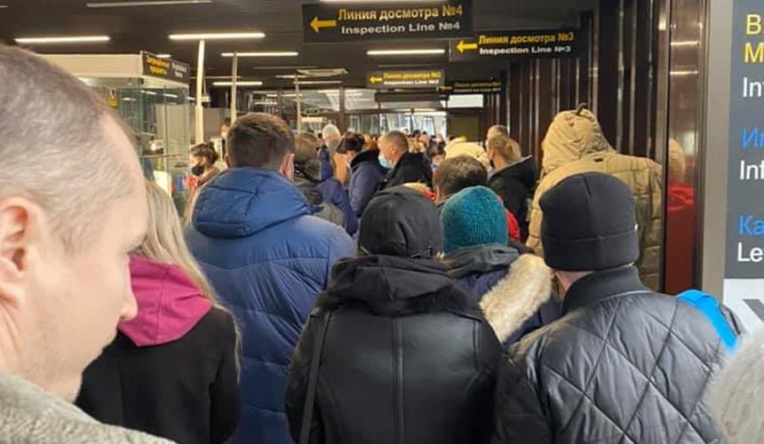 Очевидец сообщил о больших очередях в аэропорту Сочи