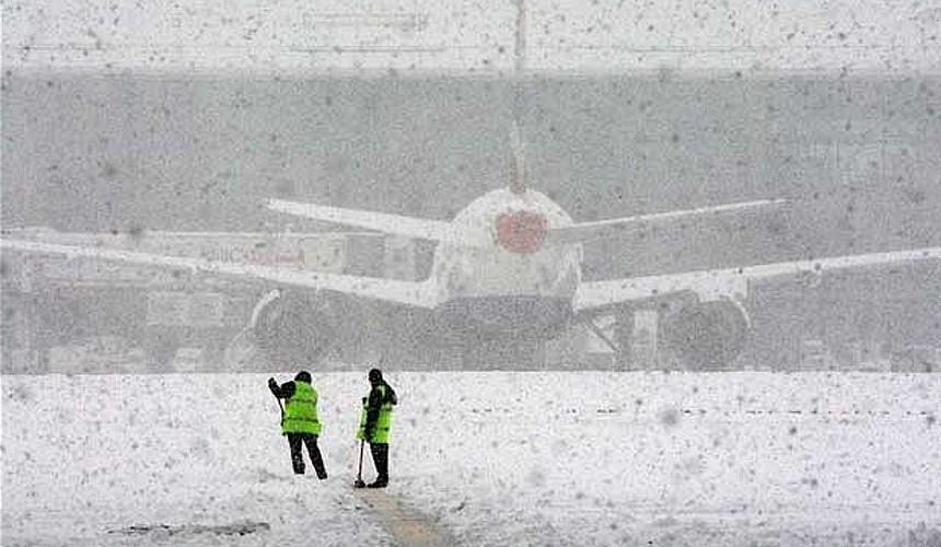 Многочасовой снегопад в Москве вывел из расписания более 40 авиарейсов