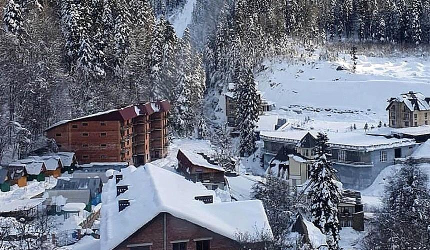На горнолыжном курорте из-за угрозы схода лавин закрыли часть гостиниц