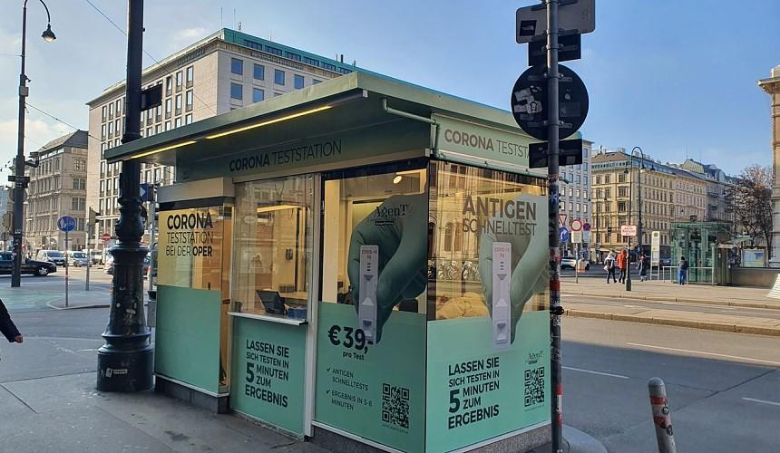 Сувенирный киоск в центре Вены переделали в пункт для сдачи ПЦР-тестов