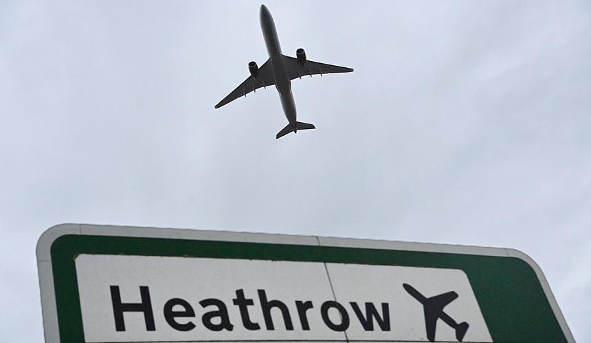 Власти Британии заговорили о снятии запрета на международные поездки