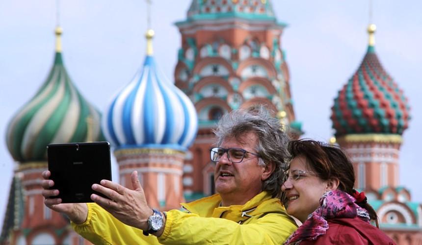 Первая группа немецких туристов приехала в Москву за вакциной «Спутник V»