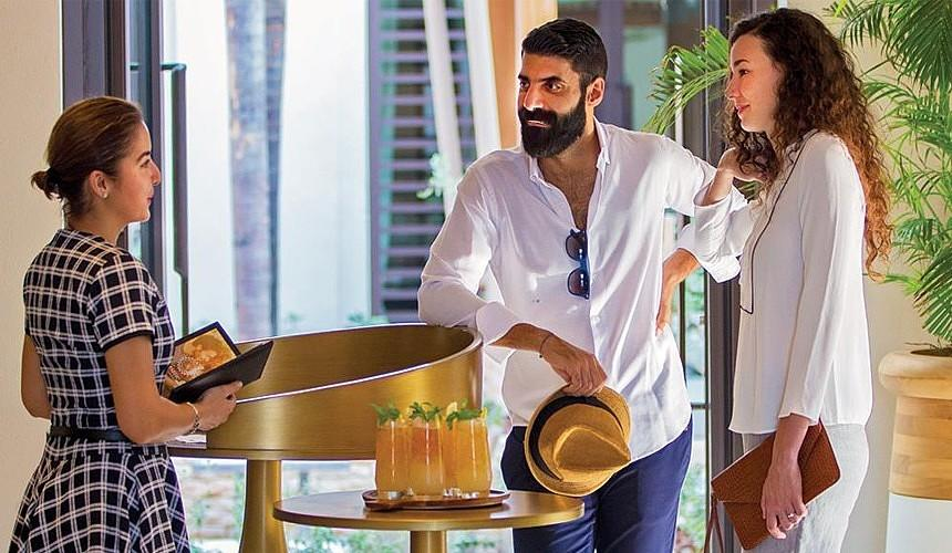 Туристы не смогли записаться на ужин в известном отеле Дубая