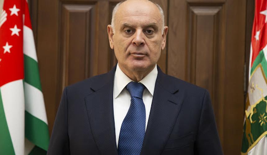 Бжания: Абхазия не будет усложнять туристам правила въезда