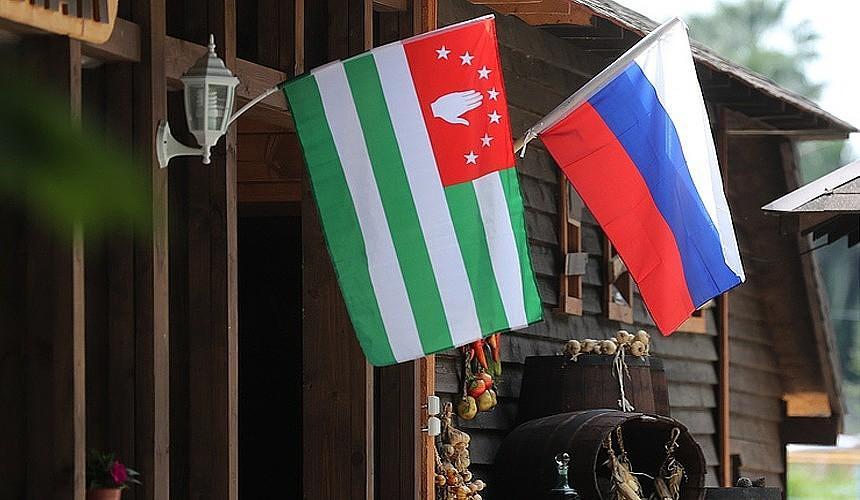 Президент Абхазии встретился с главой Роспотребнадзора