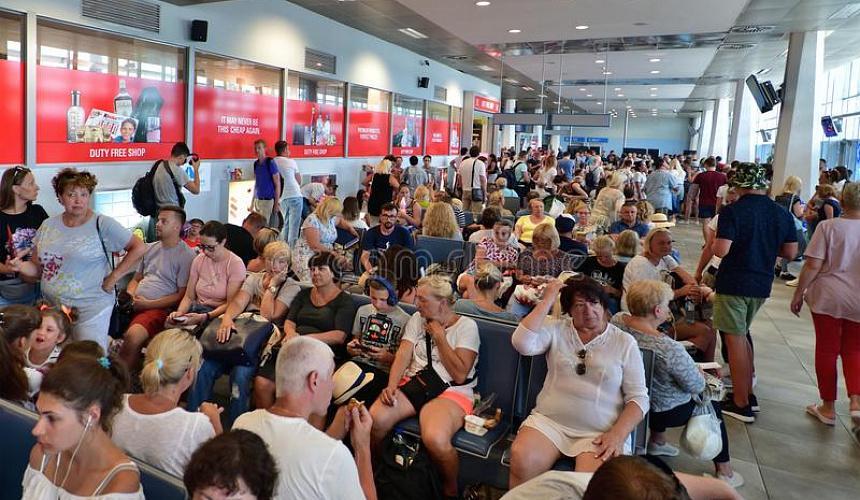 Российские туристы не могут вылететь на родину с отдыха в Черногории
