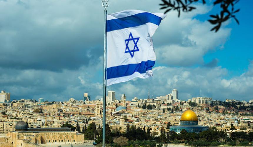 Израиль планирует принимать иностранных вакцинированных туристов группами