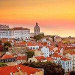 Одна из западноевропейских стран смягчает ограничения: открыты музеи и кафе