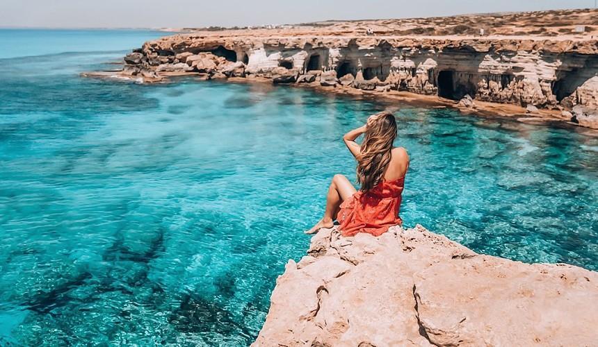 Туристы смогут покидать территорию отелей Кипра лишь дважды в сутки
