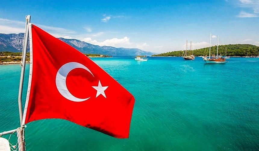 Эксперт: вакцинированным туристам безопасно отдыхать в Турции