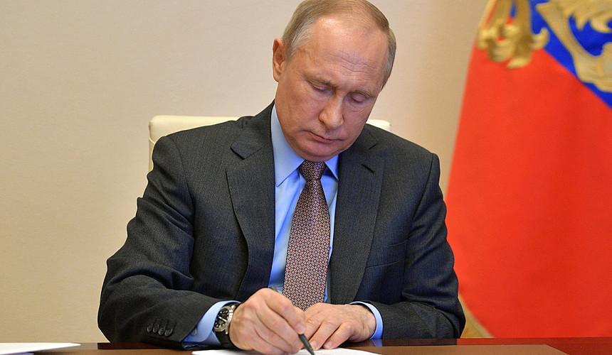 Путин подписал закон об обязательной аттестации экскурсоводов и гидов