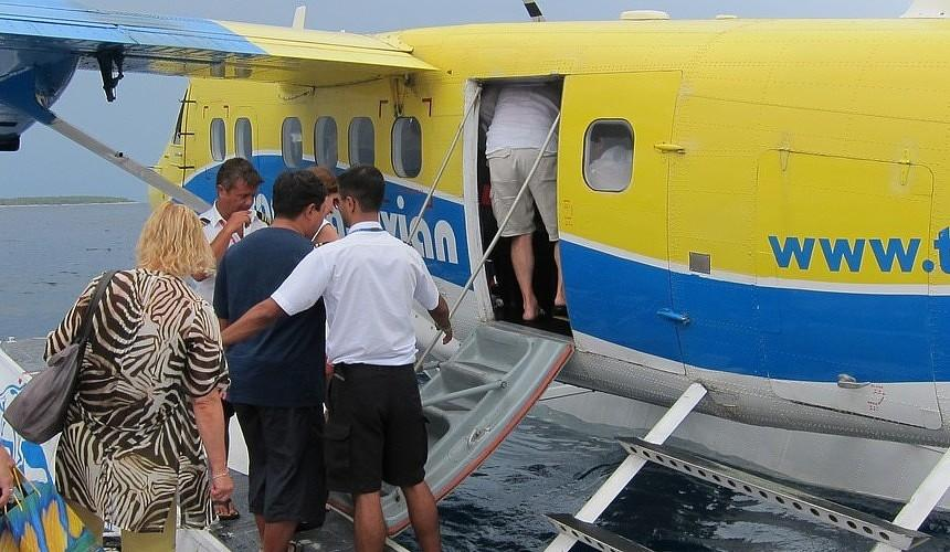 Туроператор вывез группу застрявших из-за шторма на Мальдивах туристов