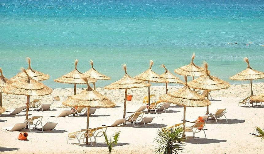 Власти Туниса вводят локдаун в стране минимум на неделю