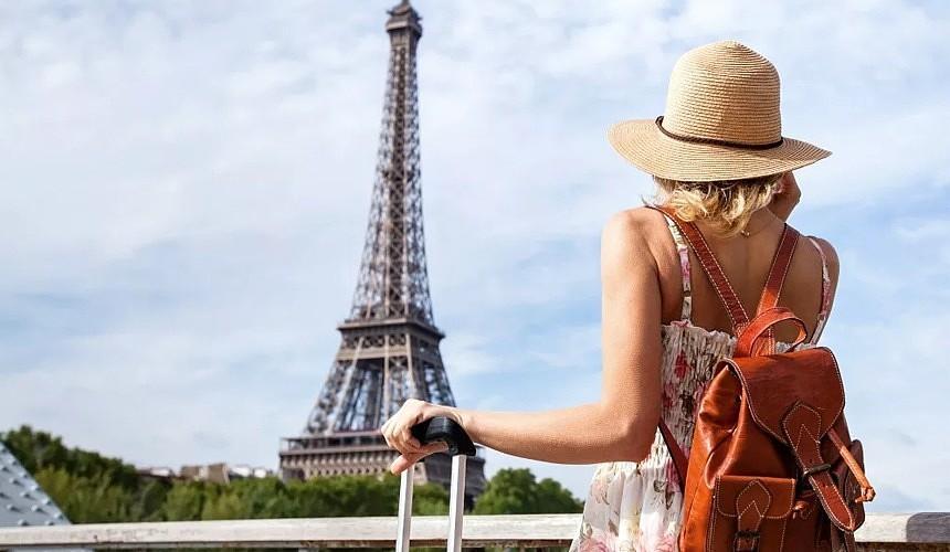 Франция готовится к приему туристов