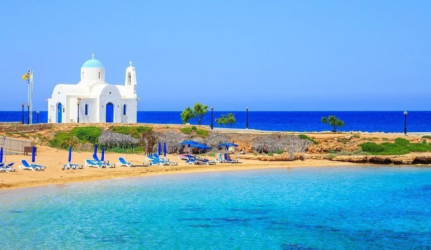 Более 30 отелей Кипра заполнено туристами из России