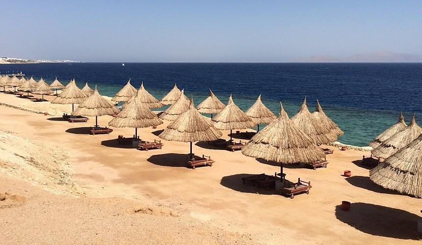 В Египте закрыли общественные пляжи и проводят дезинфекцию