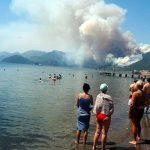 Рядом с турецким Мармарисом вспыхнул крупный лесной пожар