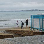 В Анапе после сильного дождя размыло часть центрального пляжа