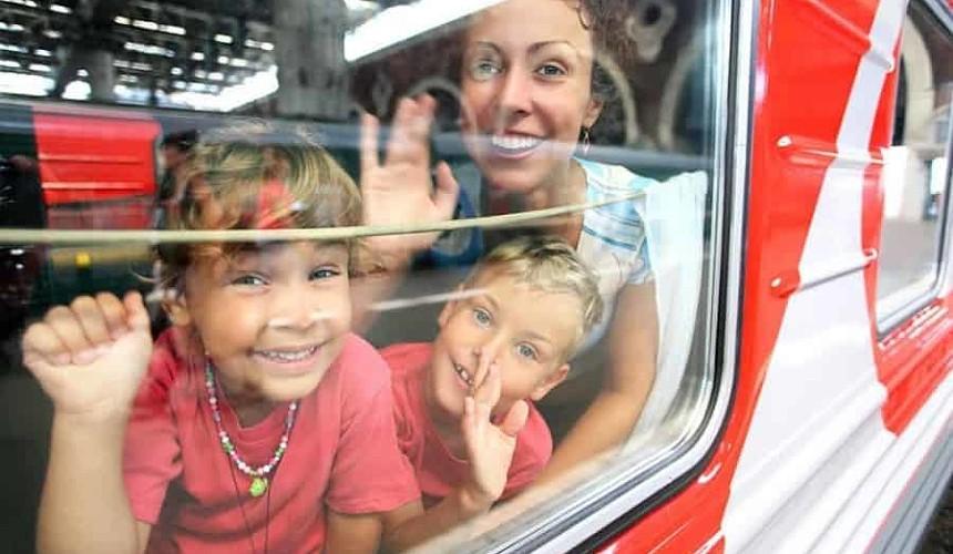 Правительство компенсирует стоимость ж/д билетов для туристов с детьми