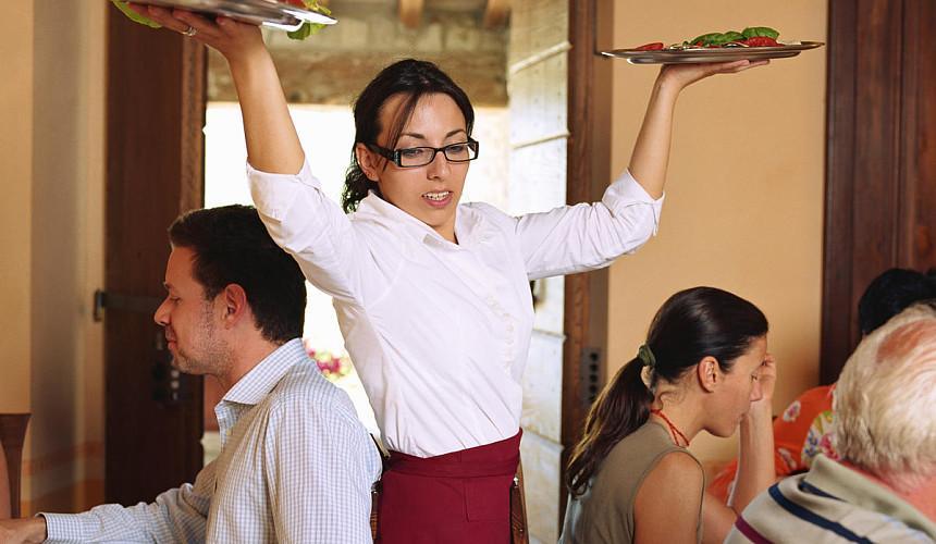 В Сочи не хватает горничных, поваров и официантов