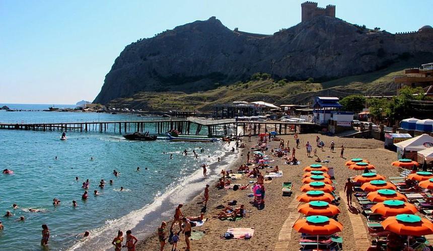 На курортах Крыма начнут вакцинировать туристов