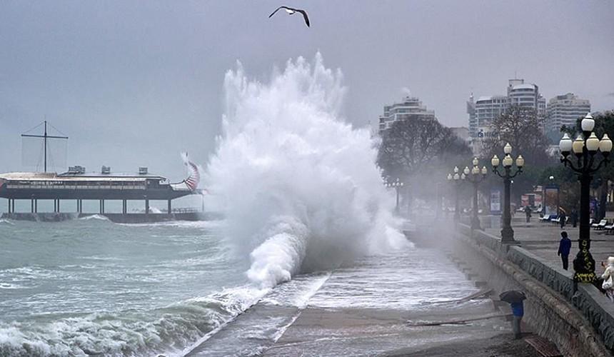 В Крыму снова объявлено штормовое предупреждение