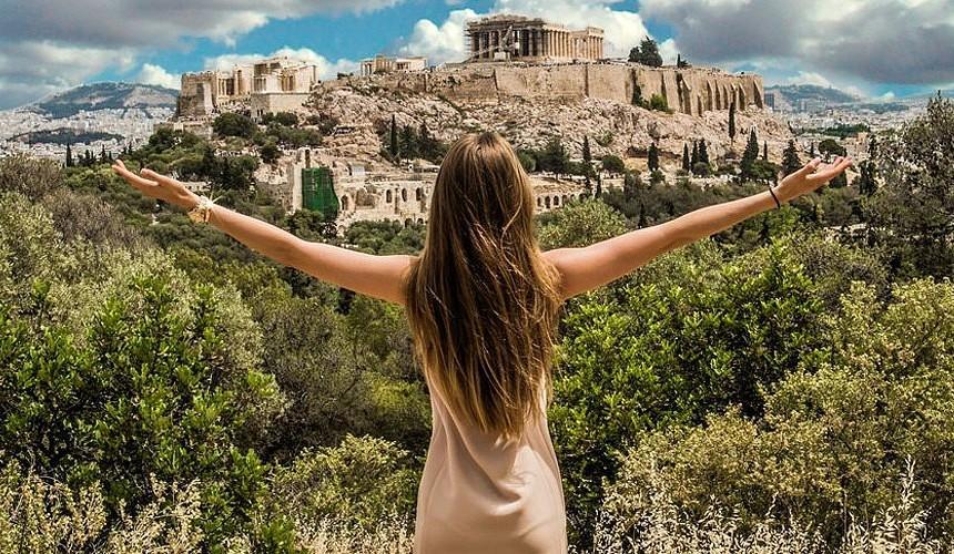 Цены на авиабилеты в Афины снизились почти в 3 раза