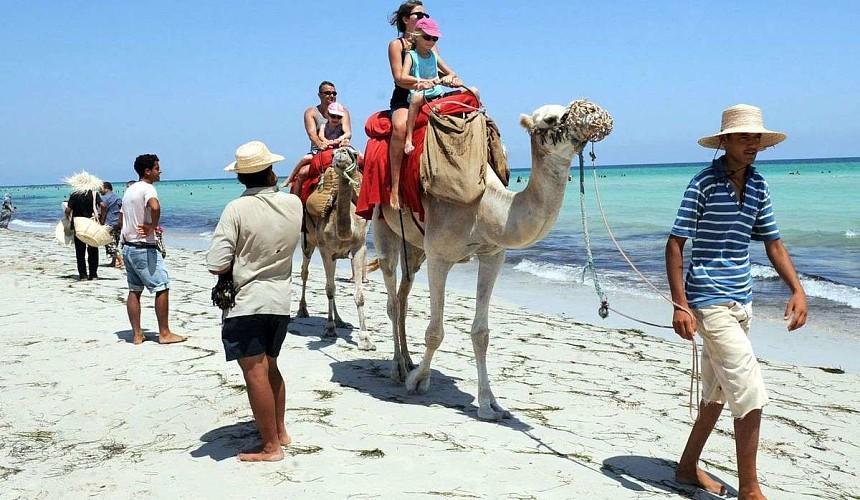 Тунис вакцинирует всех сотрудников отелей