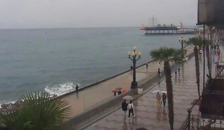 Туристы в Крыму перешли на экскурсии, спа и коньяк