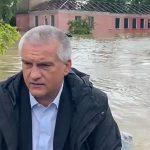 В МЧС объяснили, почему лодку Сергея Аксёнова в затопленной Керчи преследовали три пловца