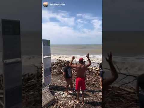 Сочинские пляжи расчищают от мусорных завалов