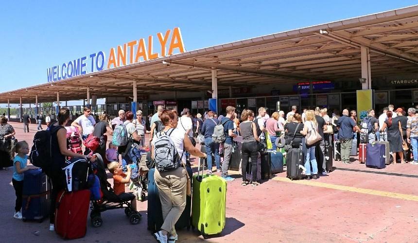 Больше всего туристов в Анталью прибывает из России