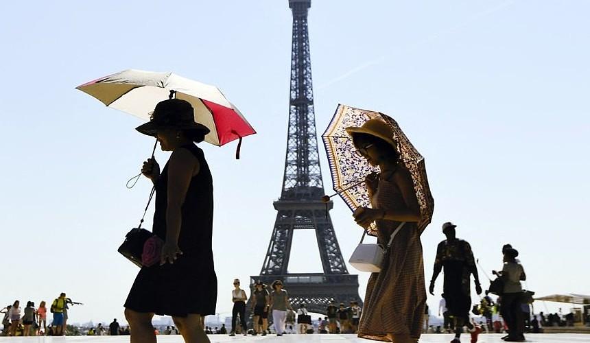 Чтобы подняться на Эйфелеву башню, туристам понадобится ковидный паспорт