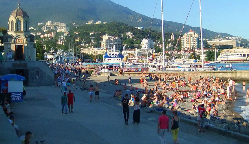 Ялта снова открывает пляжи для туристов