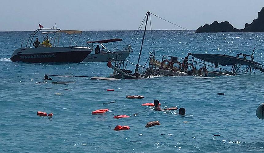 В Турции затонула экскурсионная яхта с туристами