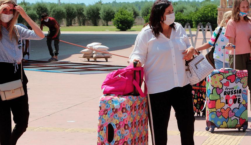 Генконсульство РФ в Анталье попросило россиян быть готовыми к эвакуации из гостиниц