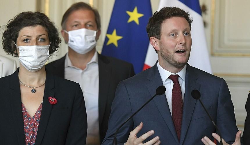 Франция призвала Европу не признавать российские вакцины