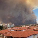 Туристы в Сиде обеспокоены дымом от лесного пожара
