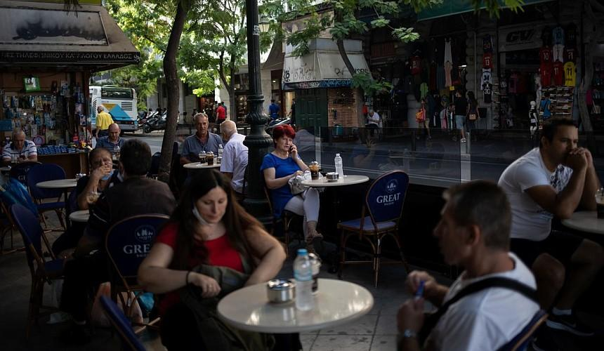Греция запретила пускать в бары и рестораны невакцинированных туристов