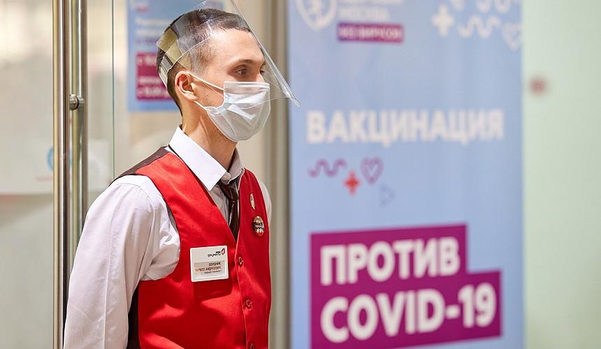 Еще несколько регионов обязали вакцинироваться работников сферы туризма