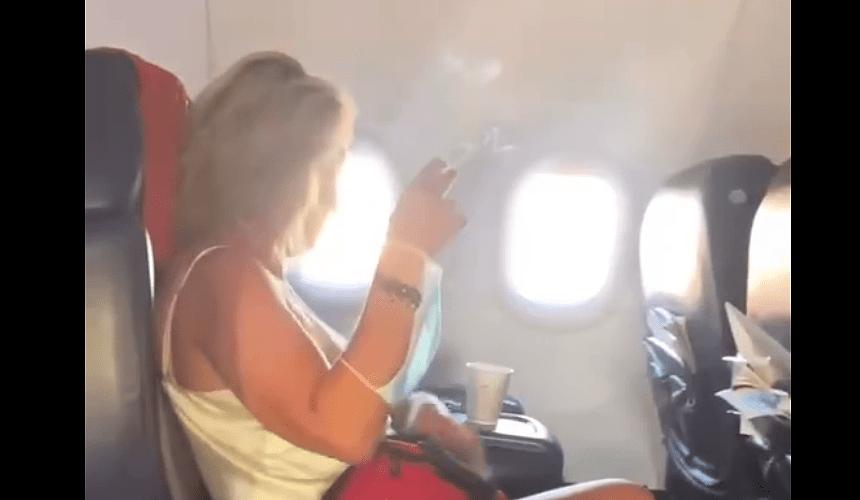 Летевшая из Турции турагент закурила в самолете и возмутила пассажиров