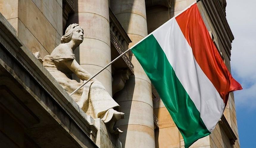 Венгрия будет пускать в страну даже непривитых российских туристов