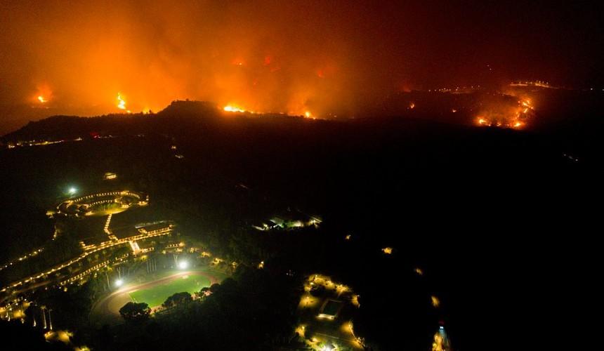Туристов эвакуируют из гостиниц Пелопоннеса из-за пожаров