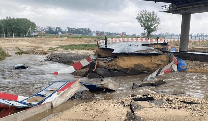 На пути к аэропорту Анапы образовалась многокилометровая пробка